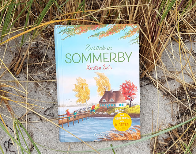 """Sommerby im Herzen: """"Zurück in Sommerby"""" von Kirsten Boie. Der 2. Band der Sommerby-Reihe der bekannten Kinderbuch-Autorin erzählt erneut vom Glück des einfachen Lebens auf dem Land im Norden und den spannenden Abenteuern, die die drei Kinder dort erleben. Ein Buch mit viel Herz und Nord-Flair!"""