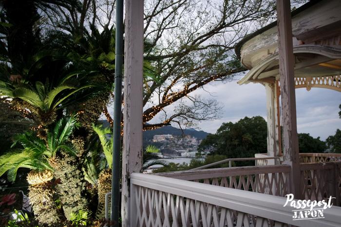 Vue sur le port depuis l'un des pavillons de Glover Garden, Nagasaki, Kyushu