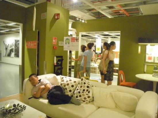 ikea de beijing una gran cantidad de compradores masculinos estaban en topless mientras dormanud o por ejemplo otro comentario ucmi ta y mi abuela
