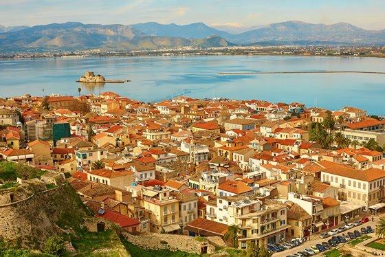 Telegraph: Το Ναύπλιο στις 10 πιο όμορφες παραθαλάσσιες πόλεις της Ελλάδας