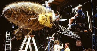 La abeja gigante de Cariño, he encogido a los niños