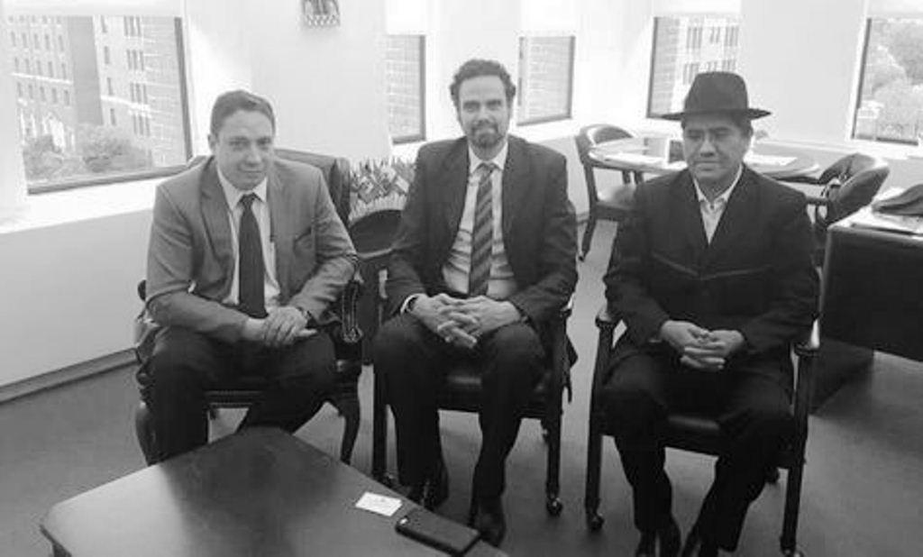 El representante de la CIDH junto a dos altos operadores del régimen del MAS en 2018 / ARCHIVO MIN. JUSTICIA