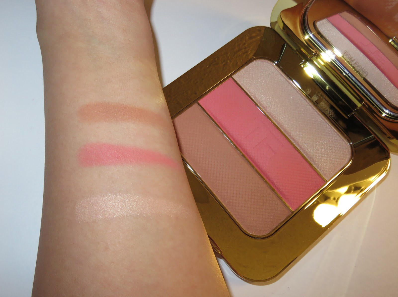 review tom ford soleil contouring palette in the. Black Bedroom Furniture Sets. Home Design Ideas