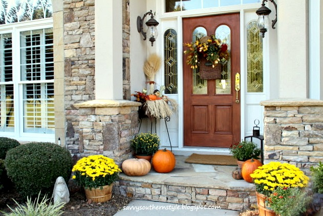 Savvy southern style fall decor ideas for a small porch - Fall porch decorating ideas ...