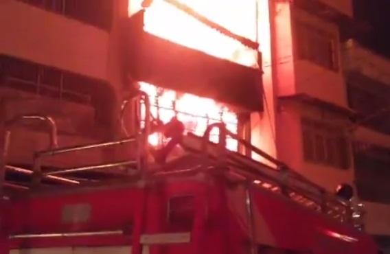 LIVE REPORT: Hot News, Ruko samping Pajak Horas Siantar Kebakaran Malam Ini