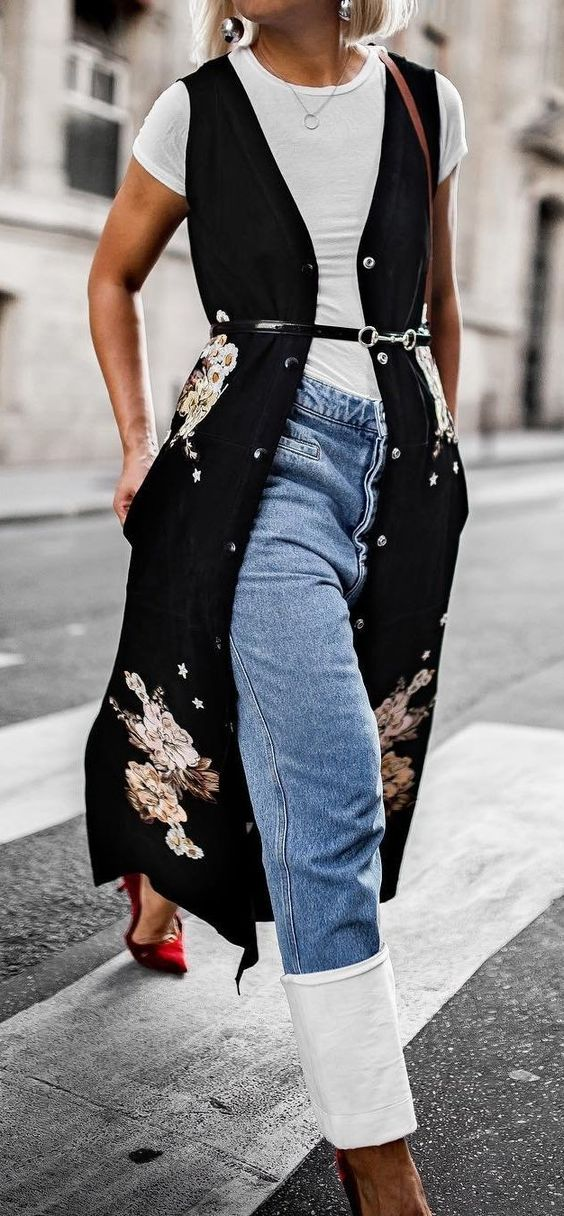 trendy outfit_white tee + long printed vest + jeans + heels