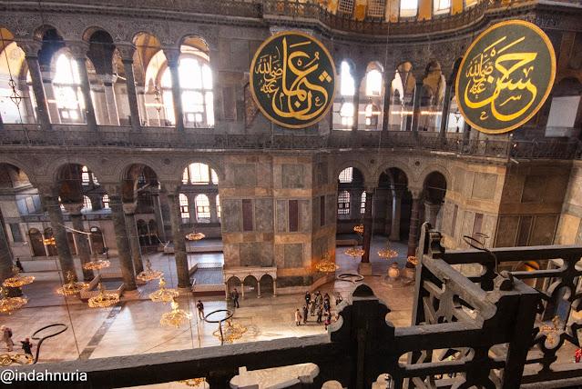 Details at  Hagia Sophia, Istanbul, Turkey
