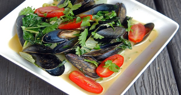Mussels, Scallops And Bok Choy In Thai Green Coconut Curry Recipe