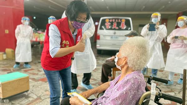 彰化復康巴士接送90歲以上長者打疫苗 免下車疫苗得來速