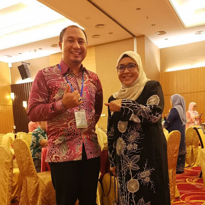 Bersama Puan Rosnarizah binti Abdul Halim, Pengarah Bahagian Matrikulasi