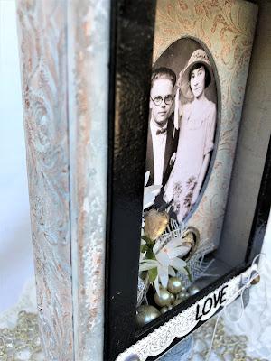 Sara Emily Barker https://sarascloset1.blogspot.com/2019/04/trashy-love-story-vignette-for-frilly.html Vignette Box Tutorial Tim Holtz 3D Embossing Seth Apter Baked Velvet 4
