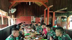 Keluarga BA PK Kodim 0427 Waykanan Makan Bersama,Dalam Rangka Syukuran Kenaikan Pangkat Satu Tingkat
