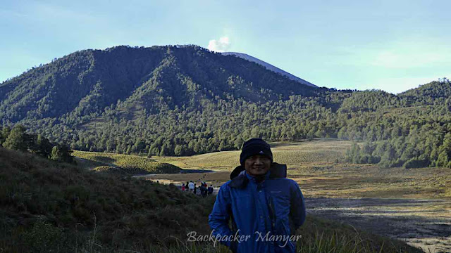 Dari Ranu Kumbolo terlihat puncak Semeru - Backpacker Manyar