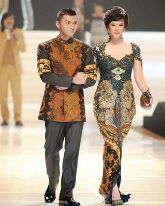 Model Kebaya Brokat V-Neck Couple Untuk Pasangan Suami Istri