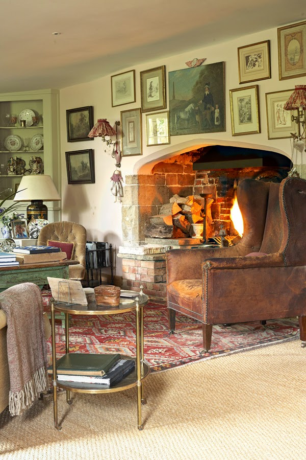 Old English Drawing Room: English Country House