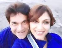 अंजलि मुखी अपने पति के साथ