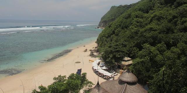 Benarkah Pantai Pasir Putih Tersembunyi Ini Ada di Bali