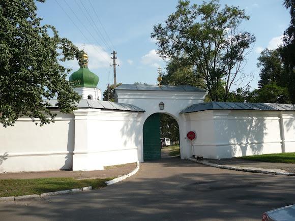 Чернигов. Елецкий Успенский монастырь. Вход