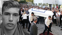 Σκηνές αρχαίας τραγωδίας στην κηδεία του 21χρονου πολίστα Αδαμάντιου Μαντή. Κατέρρευσε η μητέρα του – Βίντεο