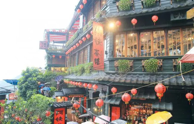 A-Mei Teahouse in Jiufen with its signature red lanterns. Romantic Old Town