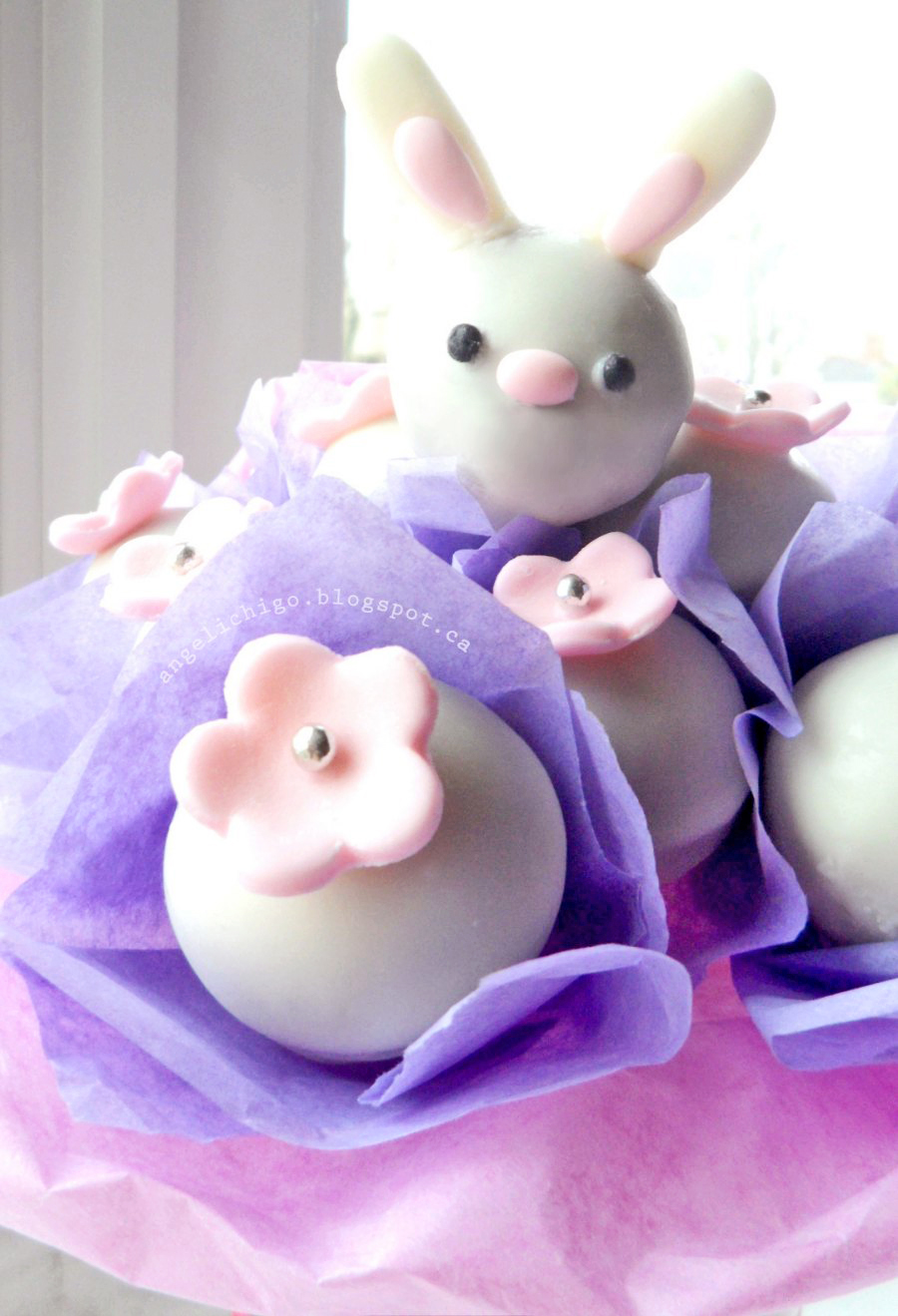 {Make your own Easter bunny cake pops bouquet}