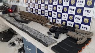 Conquista: Passageiro é preso pela PRF após ser flagrado transportando arsenal em ônibus