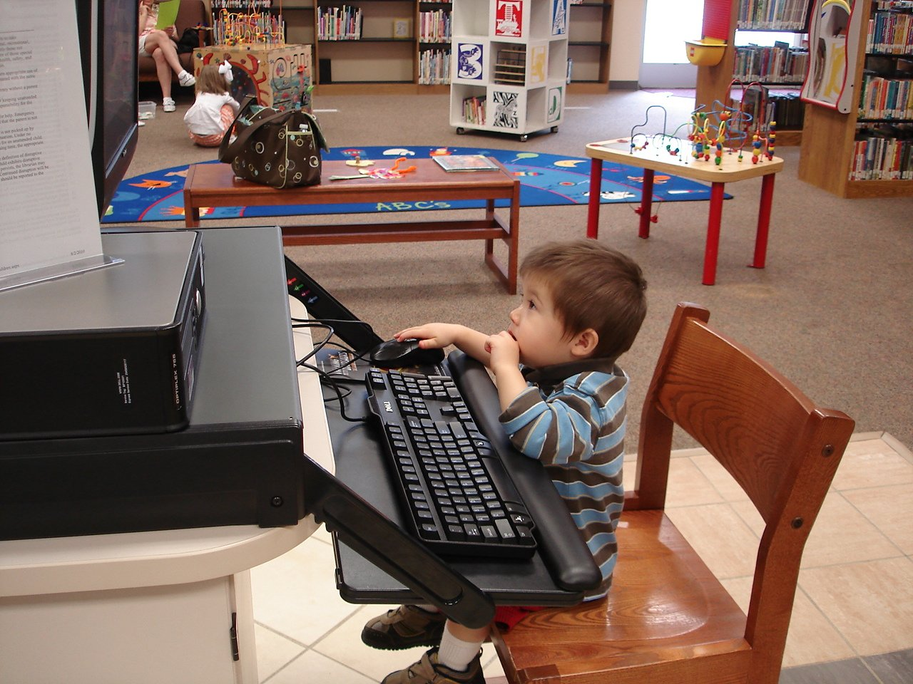small child on library computer