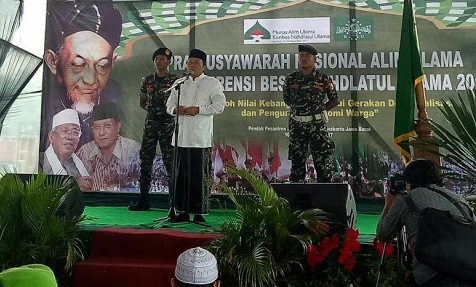 KH. Musthofa Aqil Siroj, Rais Syuriyah PBNU yang sekaligus Koordinator SC memberikan pengarahan dan membuka Pra Munas Bahtsul Masail di PP Al-Muhajarin, Purwarkarta, Jawa Barat (10/11)