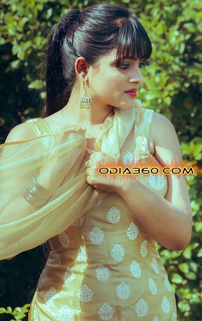 Eli Padhi Hot Sexy Image Wallpaers Pics