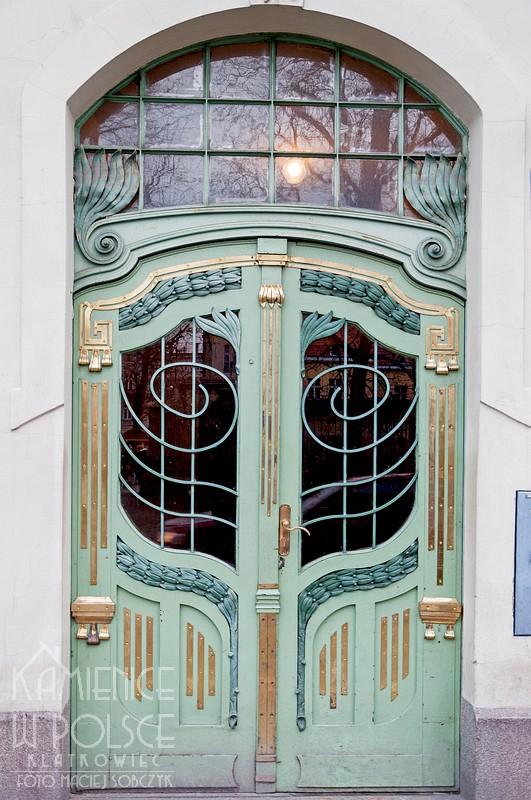 Oleśnica: ozdobne drzwi