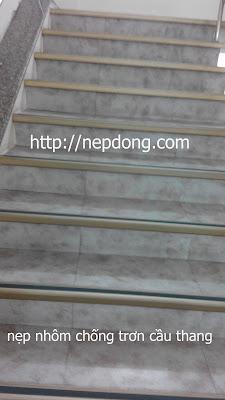 nẹp nhôm L50 mm chống trơn cầu thang