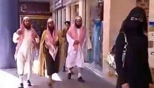 """""""Ισλαμική αστυνομία"""" τώρα και στα γκέτο της Αθήνας"""