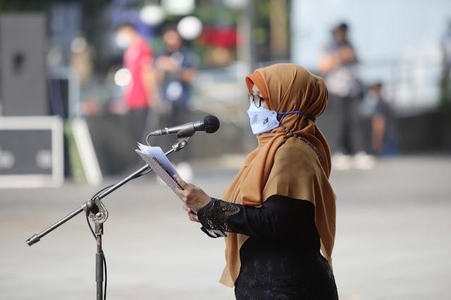 Ditugasi Membacakan Sejarah Singkat Kota Bandung,  Rahmawati  Belajar Bahasa Belanda