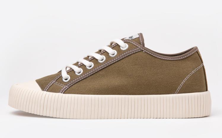 Sepatu Riley's