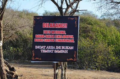 papan peringatan untuk menjaga Pantai Tegal Wangi