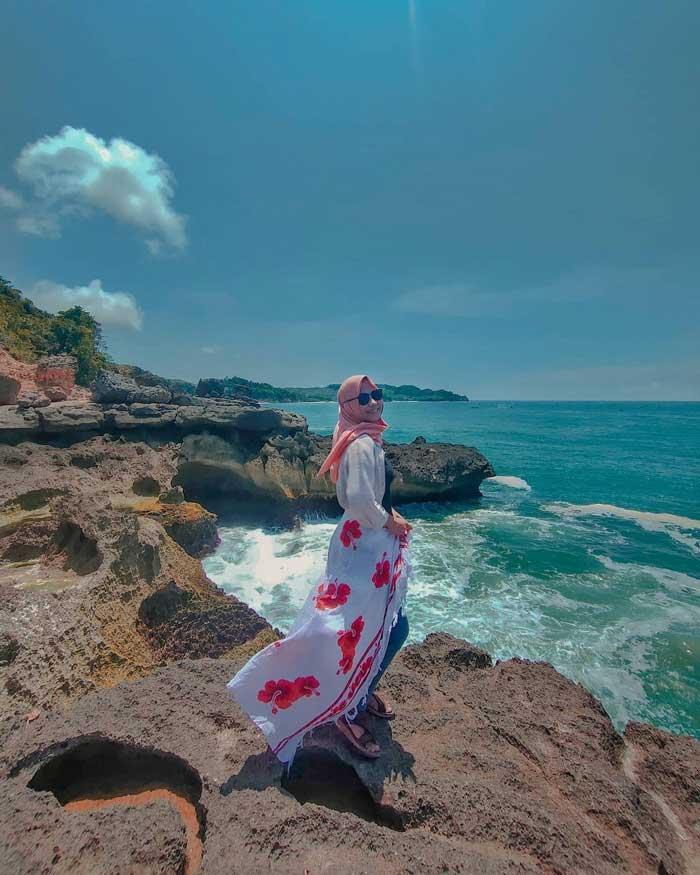 Pantai Kedung Tumpang Tulungagung