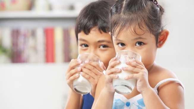 Inilah Alasan Mengapa si Kecil Perlu Minum Susu