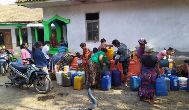 BPBD menyuplai air bersih di daerah kekeringan
