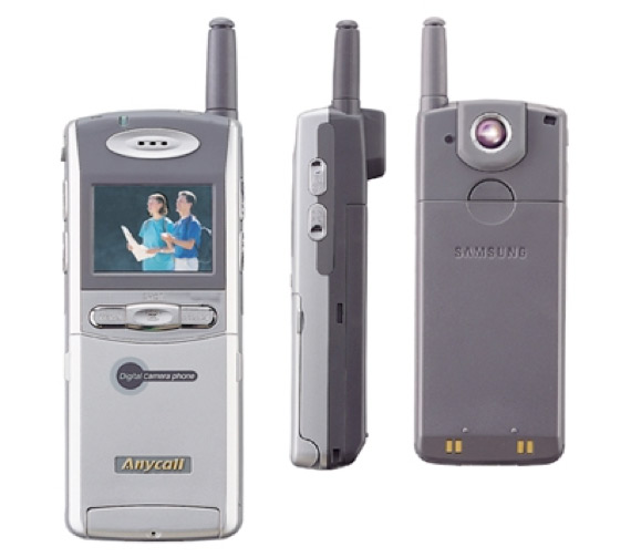 Σάλος με τον ταξιδιώτη στο χρόνο: Εμφανίστηκε με smartphone σε αγώνα του Τάισον το 1995! [Βίντεο]