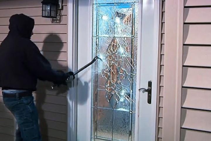 Sử dụng khung cửa nhôm kính xingfa bằng hợp kim nhôm cao cấp có chống được trộm?