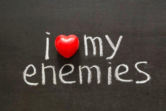 أسباب قوية تجعلُك تحب أعداءك