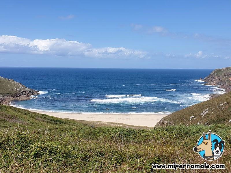 Vista de la Playa Canina ARNELA en Fisterra