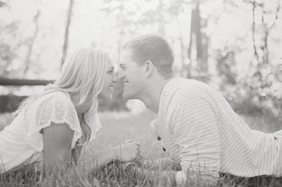 sweet engagment picture sioux city photographer