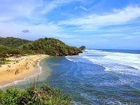 Menjemput Kecupan Ombak di Pantai Sundak Wonosari