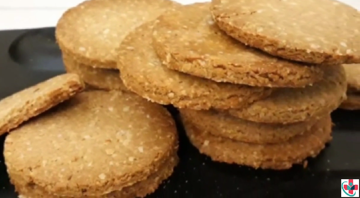 Healthy and Crunchy Homemade Digestive Biscuits