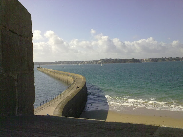 Farol de Saint Malo visto de suas muralhas - Bretanha - França