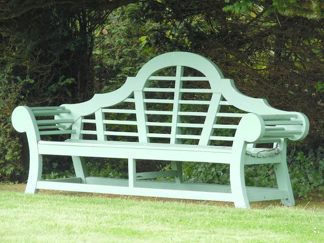 ławka drewniana typu Lutyens