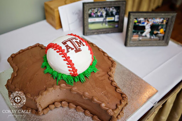 A&M cake | Corey Cagle Photography