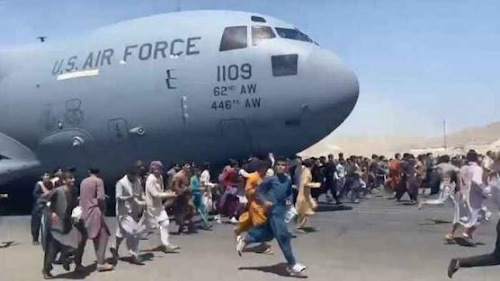 Seven Killed in Kabul Airport Chaos as Taliban Patrols Afghan Capital