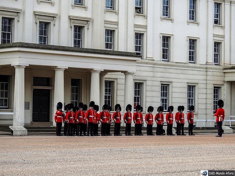 News Guards durante inspeção no quartel Wellington Barracks - Troca de guarda em Londres